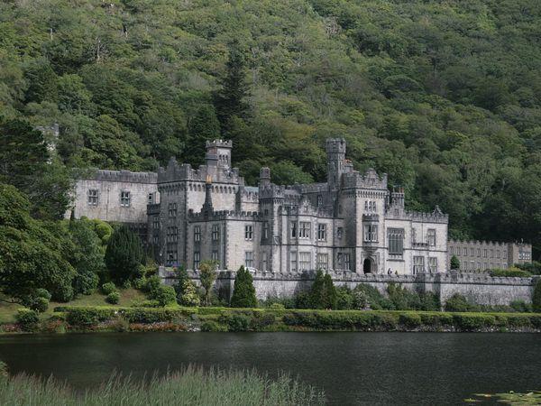 Het Kylemore Abbey klooster in Ierland