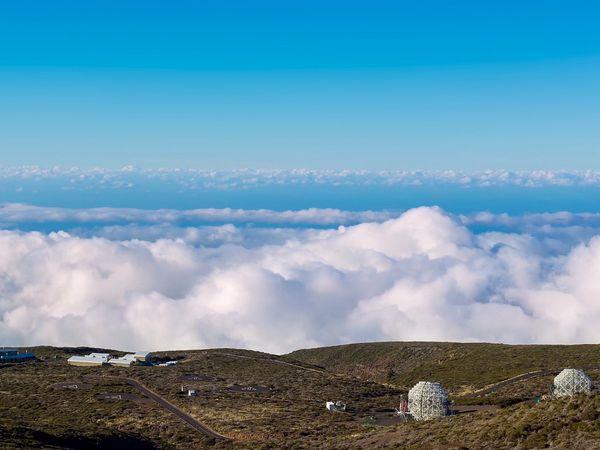 De sterrenwacht boven het wolkendek in Nationaal Park la Caldera de Taburiente op La Palma.