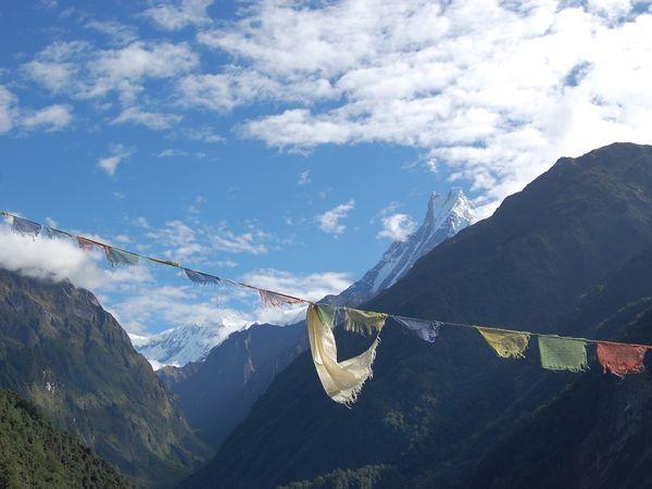 Gebedsvlaggen in de Himalaya, Nepal.