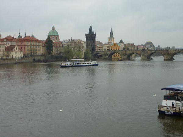 De Karelsbrug in Praag,. Tsjechië.